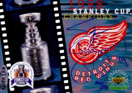 Steve Yzerman autographed Detroit Red Wings 1998 Stanley Cup UDA card framed with magazine cover