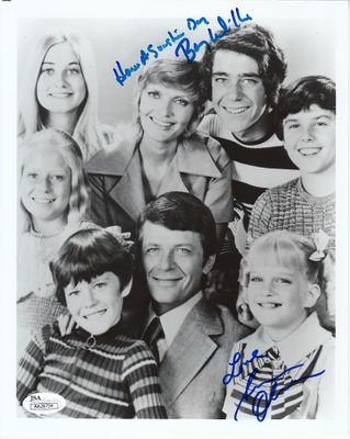 Susan Olsen & Barry Williams autographed Brady Bunch 8x10 cast photo (JSA)