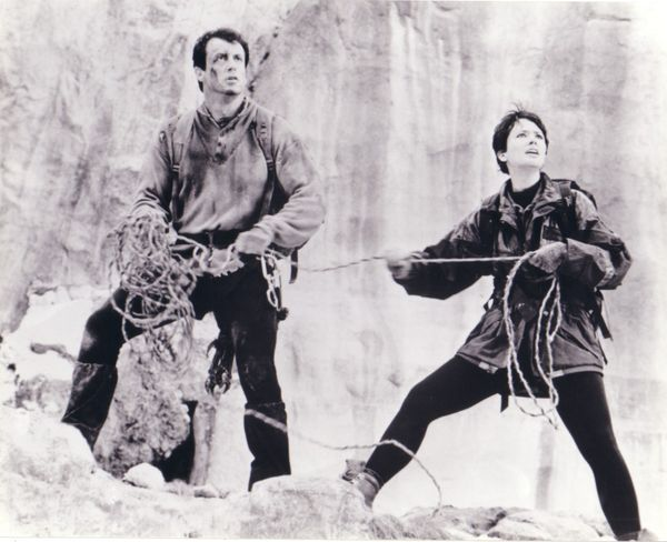 Sylvester Stallone & Janine Turner 8x10 Cliffhanger photo