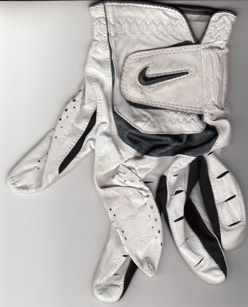 Tiger Woods 2018 Farmers Insurance Open final round worn or used Nike TW logo golf glove
