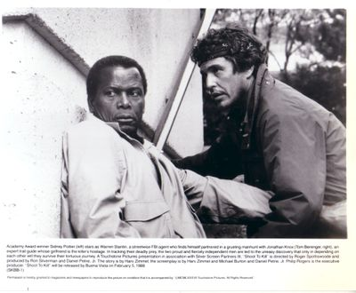 Tom Berenger & Sidney Poitier 8x10 Shoot to Kill photo
