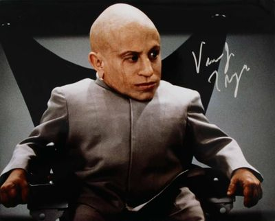Verne Troyer autographed Mini Me 8x10 Austin Powers movie photo