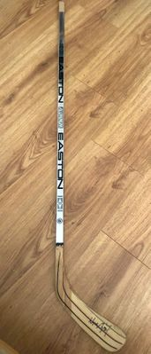 Wayne Gretzky autographed Los Angeles Kings authentic Easton hockey stick (JSA)