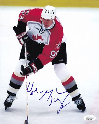 Wayne Gretzky autographed Team Canada 8x10 photo (JSA)