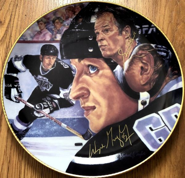 Wayne Gretzky and Gordie Howe autographed Gartlan commemorative plate (limited edition 1851)