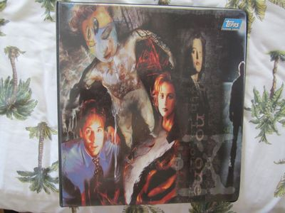 X-Files 1995 Topps trading cards album or binder Gillian Anderson David Duchovny