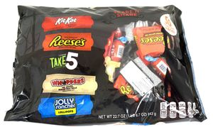 Hershey's Scare & Share Snack Size Candy Bar Assortment 50 Count
