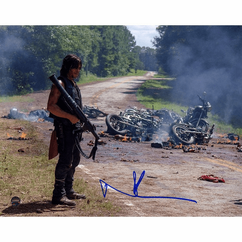 """Norman Reedus """"Daryl"""" Signed Walking Dead 8x10 Photo"""