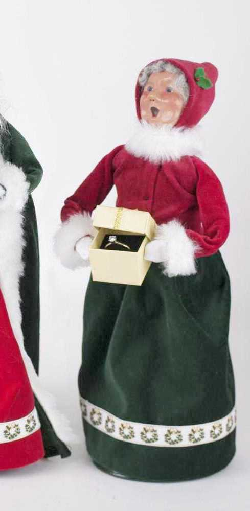 Byers Choice Caroler - Gifting Mrs. Claus Limited Edition 2018