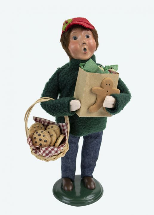 Byers Choice Caroler - Market Family Boy 2020