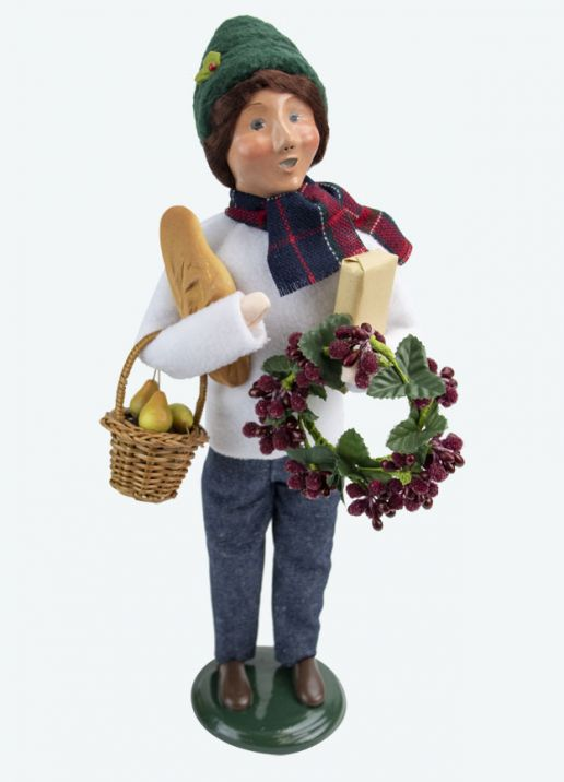 Byers Choice Caroler - Market Family Woman 2020