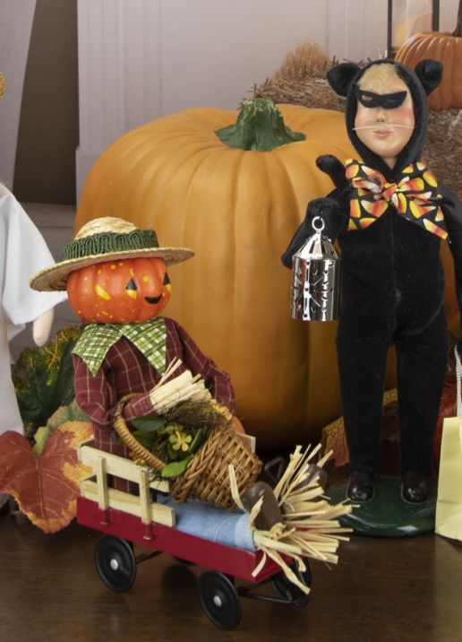 Byers Choice Caroler - Scarecrow In Wagon 2021