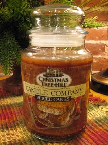 Christmas Tree Hill Candle - Spiced Cakes - 22oz