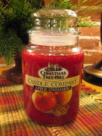 Christmas Tree Hill Candle - Apple Cinnamon - 22oz