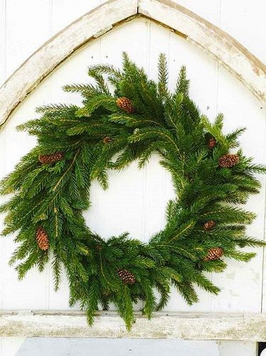 Artificial Holiday Wreaths � Christmas Wreath & Hanger