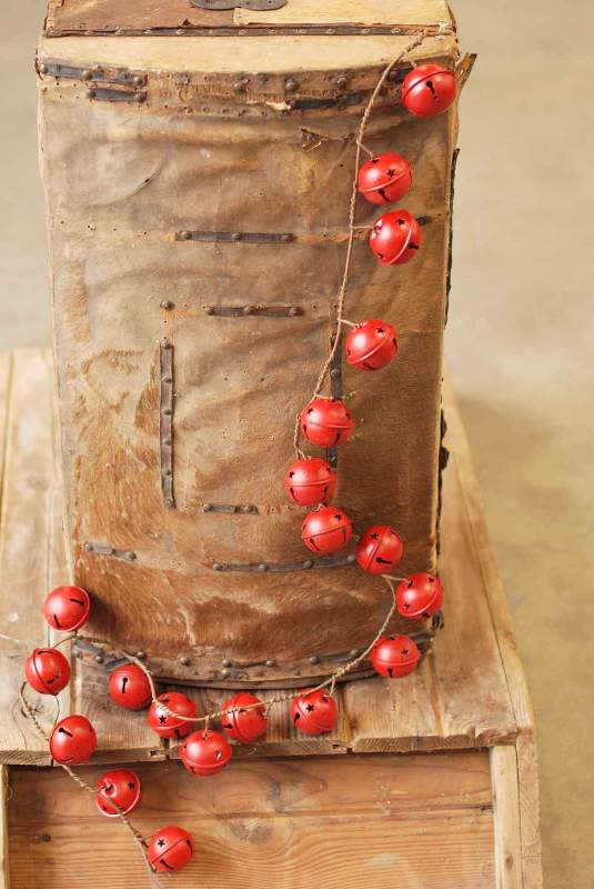 Red Bell Twig Garland - 4.5 Foot