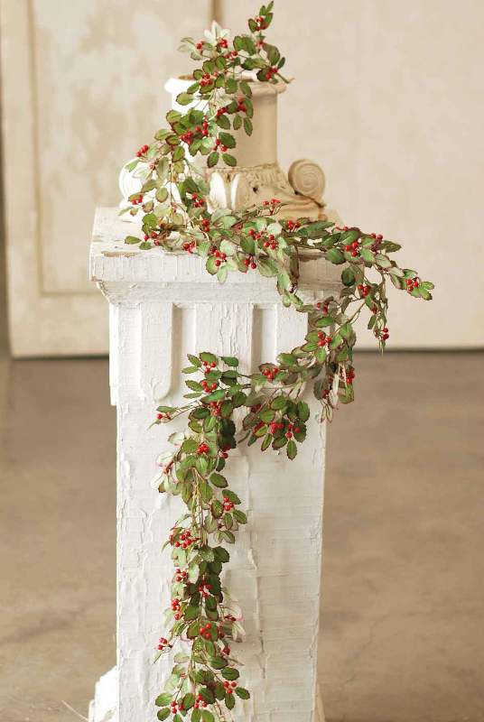 Red Berry and Holly Garland - 6ft