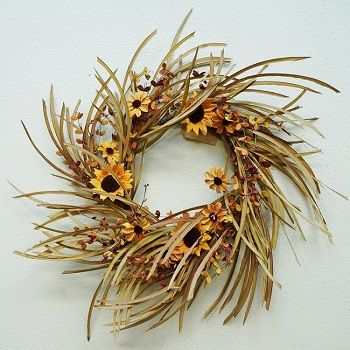Wreaths and Garlands � Decorative Greenery and Hooks