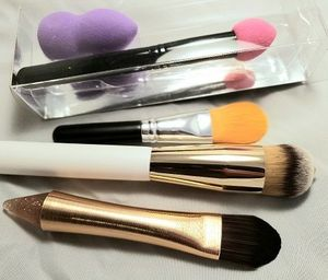 Foundation Brush Dual Ended Rose Gold Brush on One End and Silicone Applicator on Other
