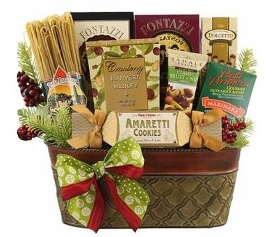 Bring People Together to Cook with our Italian-Themed Holiday Gift Baskets