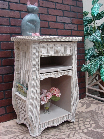 Town & Country End Table (UPS $45)
