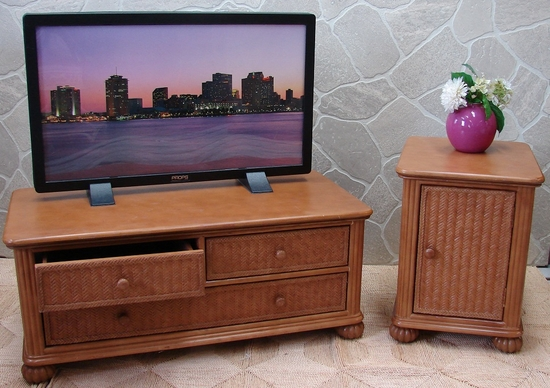Wide Screen TV Stand and End Table Set of 2 (UPS $135)