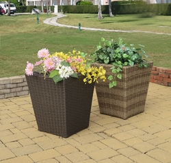 Windsor Outdoor Planter (UPS $35)