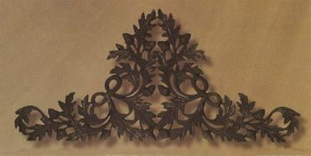 Oak & Acorn Large Drapery Crown