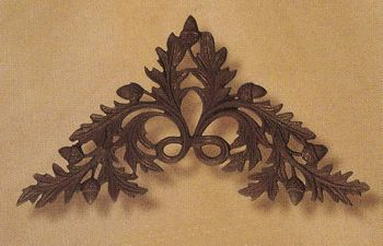 Oak & Acorn Medium Drapery Crown