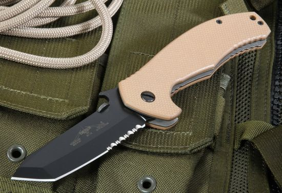 Emerson Desert Roadhouse Black Serrated Blade