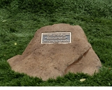 Washington Cast Stone Pet Memorial Rock with Bronze Plaque - Optional Cremation Urn