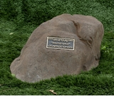 Cast Stone Pet Memorial Rock with Bronze Plaque and Cremation Urn - Design 3