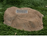 Cast Stone Pet Memorial Rock with Bronze Plaque and Cremation Urn - Design 6