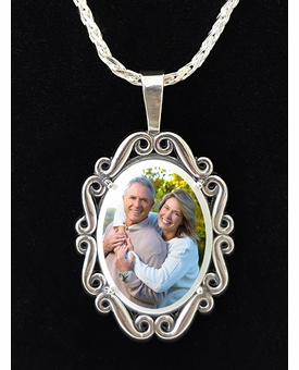 Oval Photo Pendant Necklace With Swirl frame