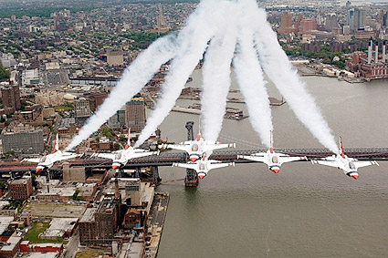 F-16 Falcon Thunderbirds, New York City Photo Print