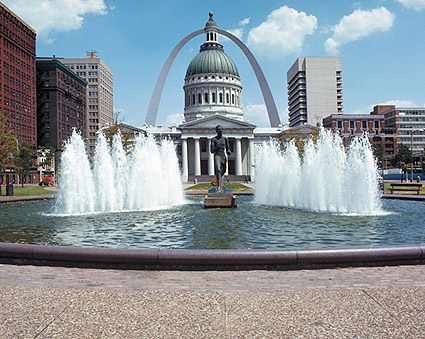 Gateway Arch & Old Courthouse, St. Louis Photo Print