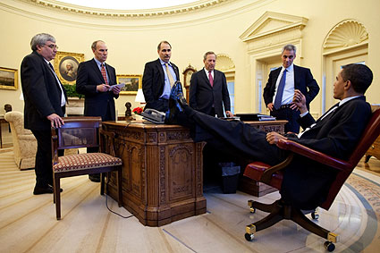 President Obama and Aides Meeting in Oval Office Photo Print