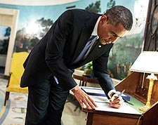 President Obama Signs Letter in Diplomatic Reception Room Photo Print for Sale
