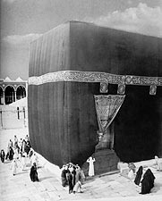 The Kaaba in Mecca with Pilgrims in 1910 Photo Print for Sale