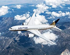 United Airlines Boeing 787 Dreamliner in Flight Photo Print for Sale