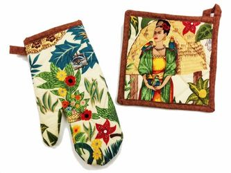 Frida Kahlo Light Pot Holder and Oven Mitt