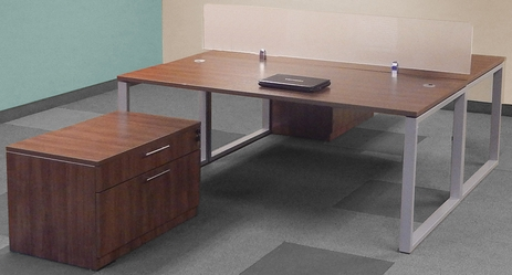 TrendSpaces Large 2-Desk Back-To-Back Workstation Set