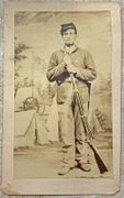 Armed Union Soldier cdv wearing what looks like a 2nd Corps Badge
