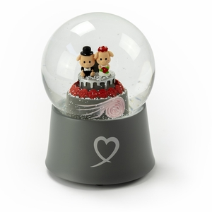 Adorable Little Piggys Wedding Couple on Cake 18 Note Musical Snow Globe