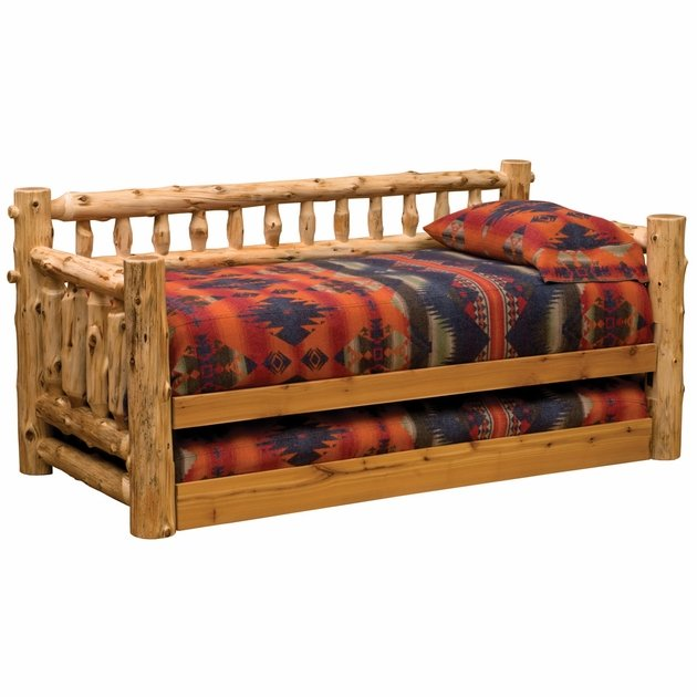 Log Daybed W Trundle