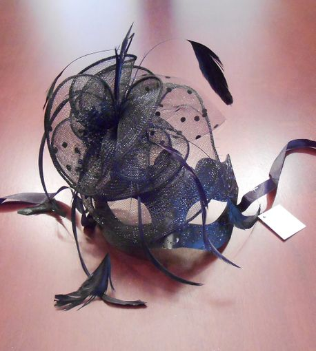 Vectoria Masquerade Mask With Feathers