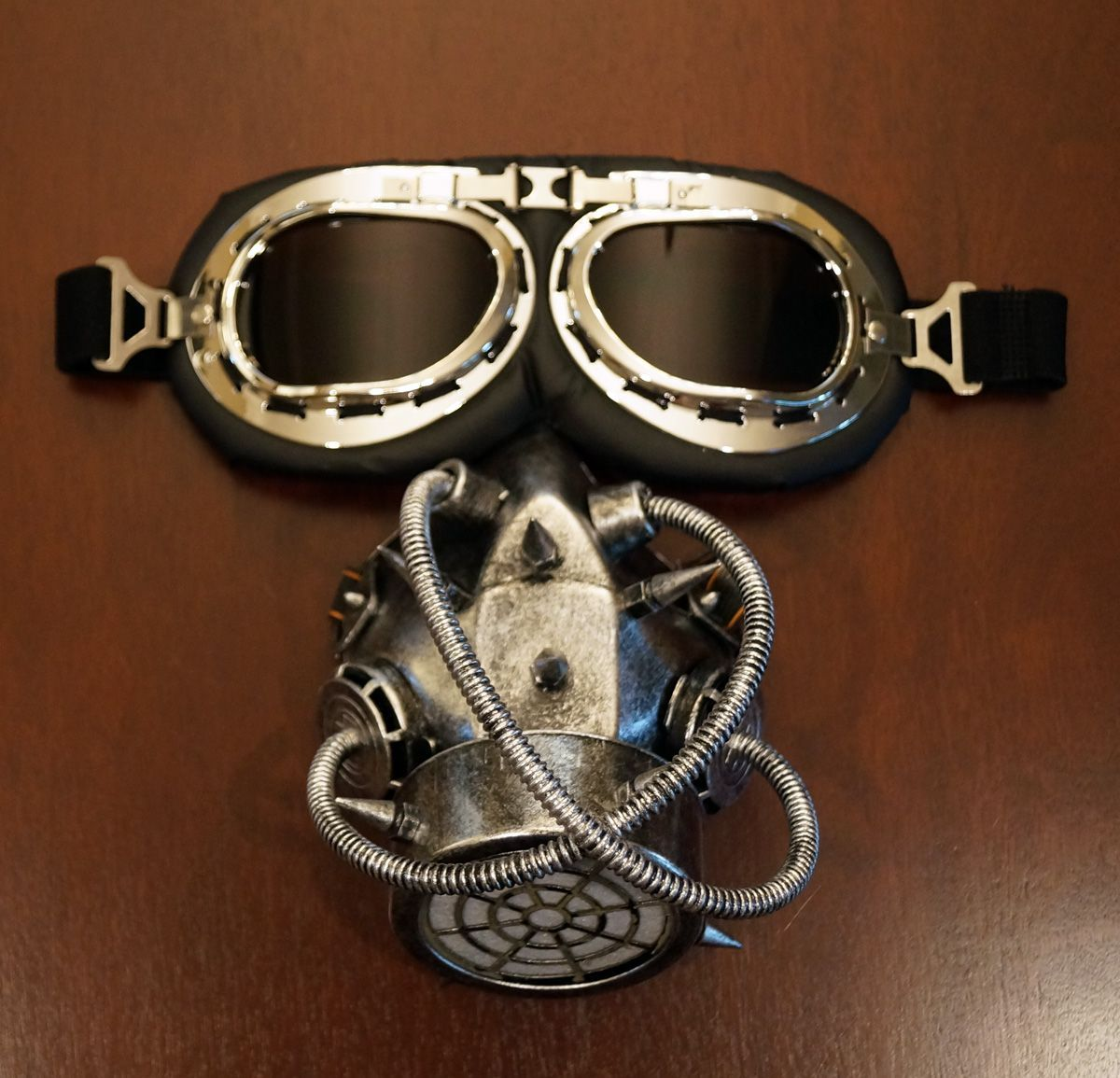 Vintage Aviator Goggles And Gas Mask Respirator Costume Accessory