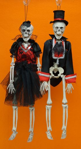 Bride And Groom Skeleton Set