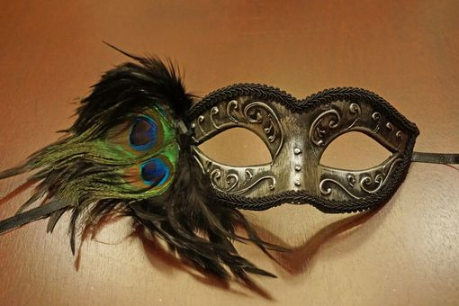 Del Rio Carnival Masquerade Mask Silver With Feathers
