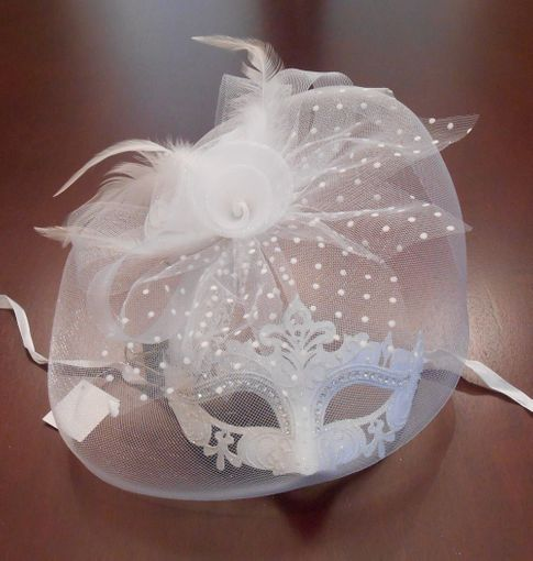 Elyure Masquerade Wedding Mask With Attached Veil